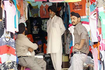 Unable to work legally in India, some Afghan refugees hold informal jobs selling textiles in New Delhi's Sarojini Nagar market. © UNHCR/N.Bose Source - 5/2005